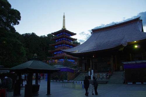 高幡不動尊ブルーライトアップ2012-1