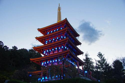 高幡不動尊ブルーライトアップ2012-3