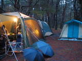 本栖湖キャンプ場雨のサイト